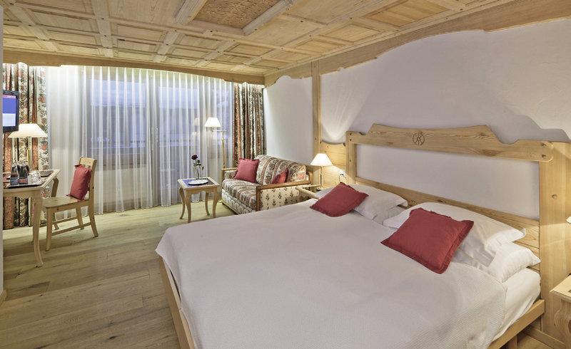 allalin-schweiz-individuell-swiss-alpine-hotel-allalin-recepcja.jpg