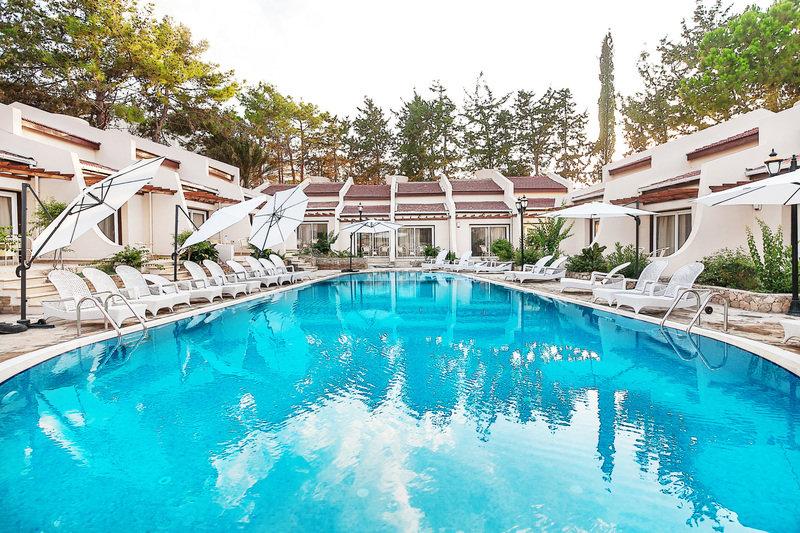 le-chateau-lambousa-cypr-budynki.jpg