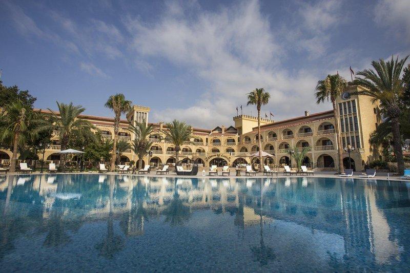 le-chateau-lambousa-cypr-cypr-polnocny-lobby.jpg