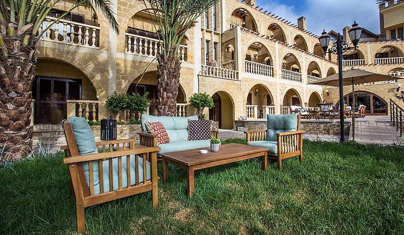 le-chateau-lambouse-cypr-cypr-lapta-budynki.jpg