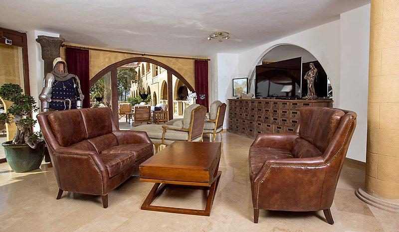 le-chateau-lambouse-cypr-ogrod.jpg