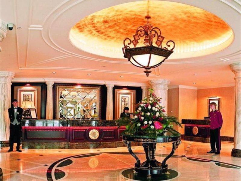 donbass-palace-ukraina-lobby.jpg