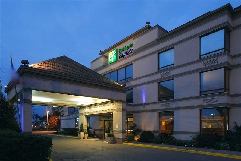 holiday-inn-express-concepcion-chile-plaza.jpg
