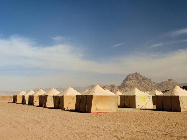hillawi-camp-jordania-petra-i-okolice-wadi-rum-budynki.jpg