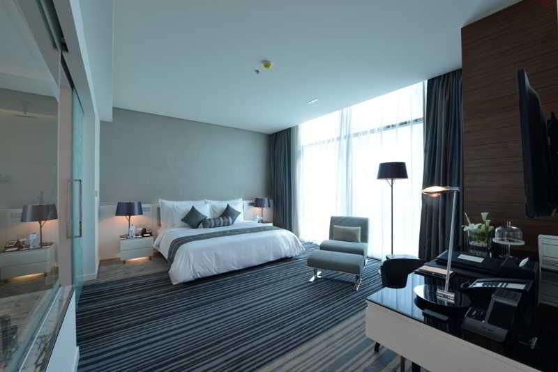 ramee-grand-hotel-spa-bahrajn-bahrajn-manama-basen.jpg