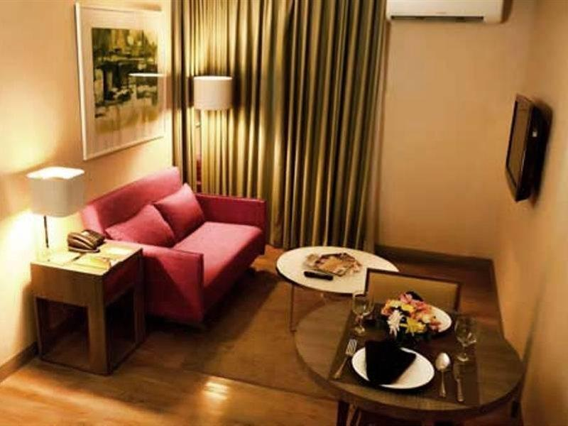 bw-antel-spa-suites-filipiny-filipiny-makati-widok-z-pokoju.jpg