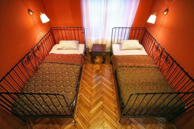 antique-apartments-plac-szczepanski-polska-polska-krakow-bar.jpg