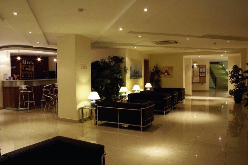 bayview-hotel-apartments-malta-malta-sliema-ogrod.jpg