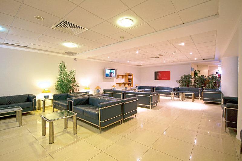 bayview-hotel-appartements-malta-basen.jpg