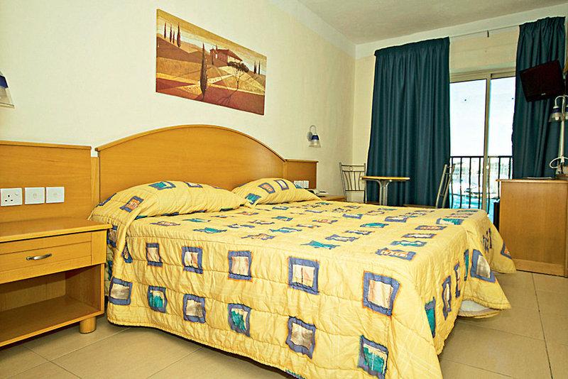 bayview-hotel-appartements-malta-widok-z-pokoju.jpg