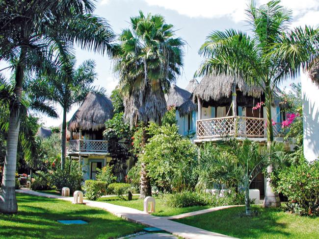 Las Palapas & Mahèkal Beach Resort