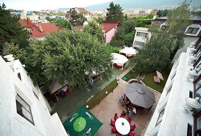 ajax-bulgaria-sofia-i-okolice-sofia-plaza.jpg