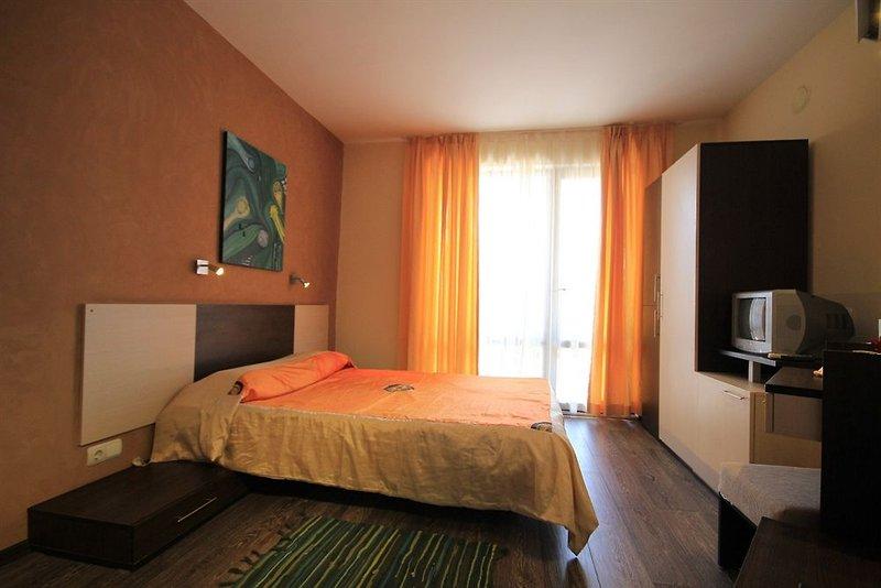 guest-house-coral-bulgaria-zlote-piaski-warna-wyglad-zewnetrzny.jpg