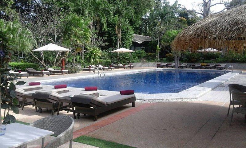 Lets Hyde Resort & Villas