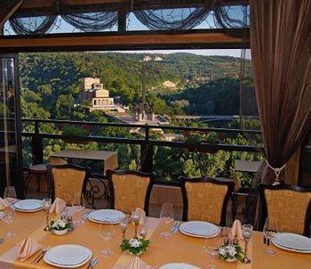 panorama-bulgaria-bulgaria-srodkowa-veliko-tarnovo-widok-z-pokoju.jpg