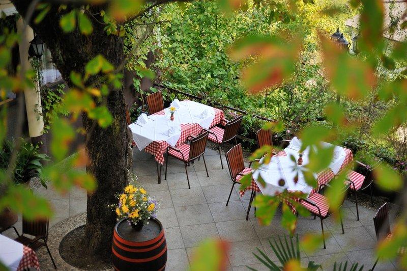 gostilna-lectar-slowenia-plaza.jpg