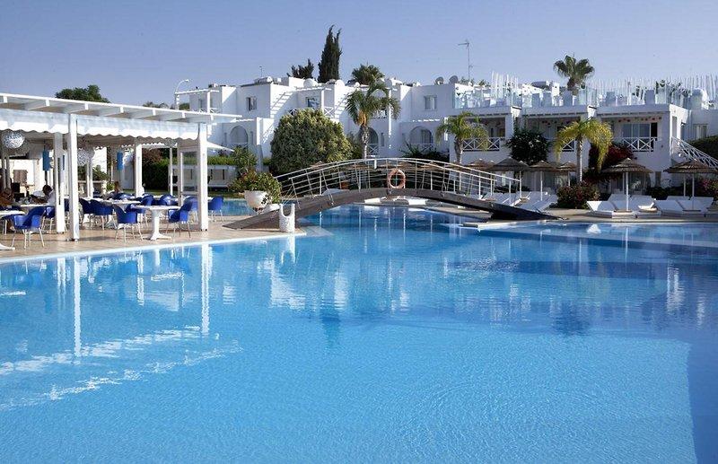 so-nice-boutique-suites-cypr-cypr-poludniowy-ayia-napa-pokoj.jpg