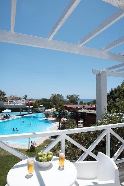 so-nice-boutique-suites-cypr-cypr-poludniowy-ayia-napa-recepcja.jpg