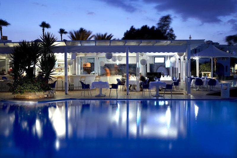 so-nice-boutique-suites-cypr-cypr-poludniowy-widok-z-pokoju.jpg