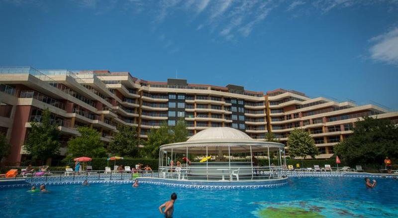 club-hotel-strandja-bulgaria-budynki.jpg
