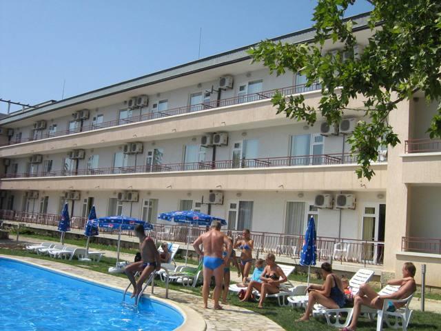 koraba-bulgaria-zlote-piaski-warna-zlote-piaski-basen.jpg