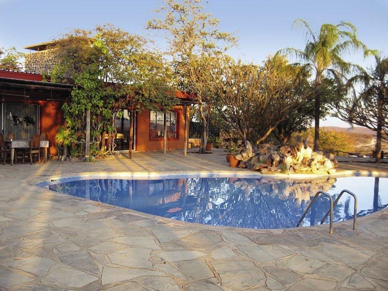 bambatsi-gastefarm-namibia-namibia-outjo-bar.jpg