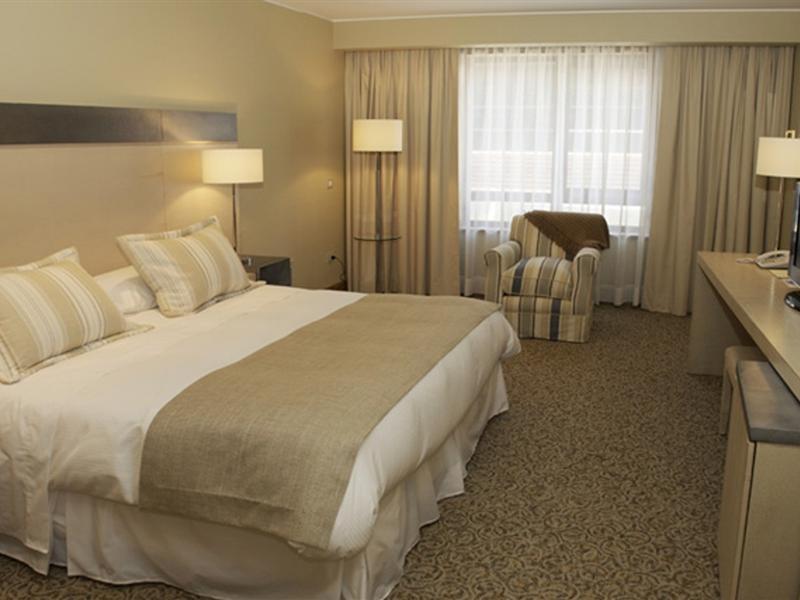 gran-hotel-colonos-del-sur-chile-bufet.jpg
