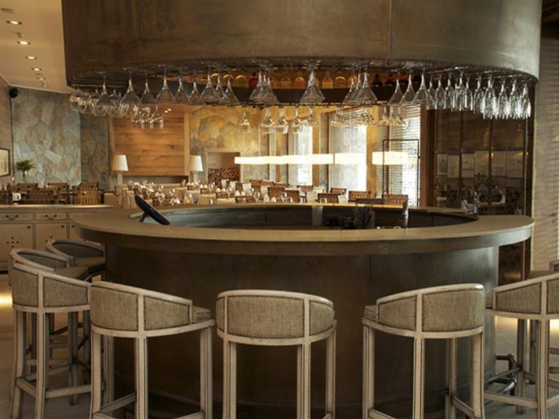 gran-hotel-colonos-del-sur-chile-chile-bar.jpg