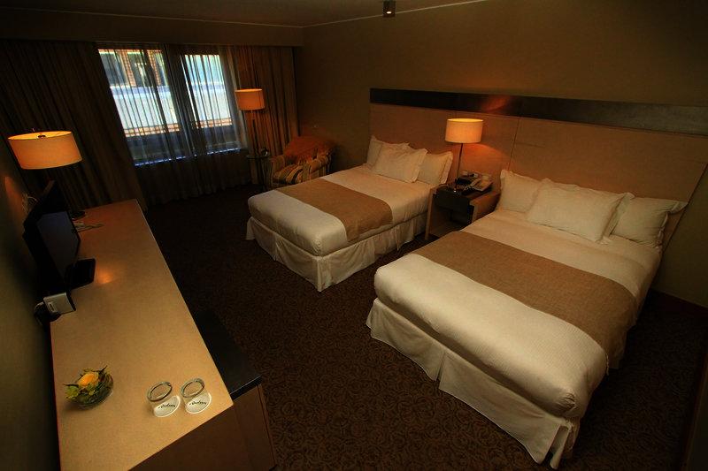 gran-hotel-colonos-del-sur-chile-chile-basen.jpg