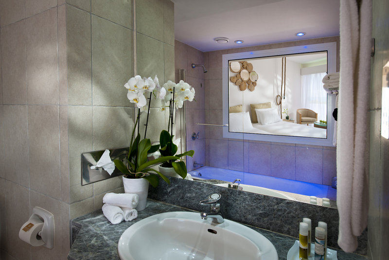 azia-blue-at-azia-resort-spa-cypr-cypr-zachodni-budynki.jpg