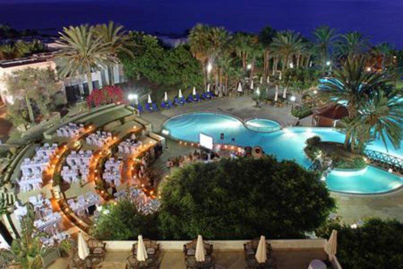azia-blue-at-azia-resort-spa-cypr-cypr-zachodni-paphos-widok-z-pokoju.jpg