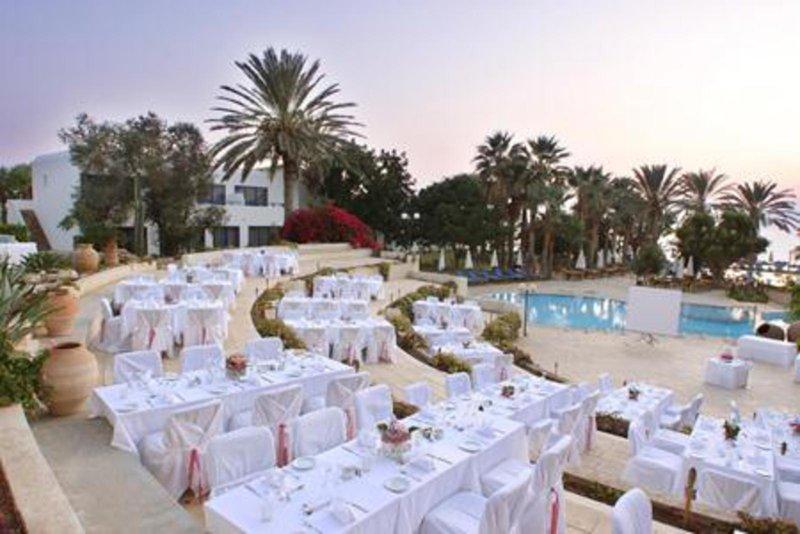 azia-blue-at-azia-resort-spa-cypr-cypr-zachodni-widok-z-pokoju.jpg