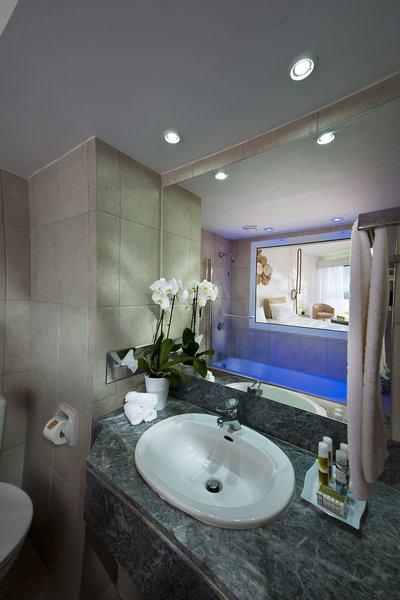 azia-blue-at-azia-resort-spa-cypr-widok.jpg
