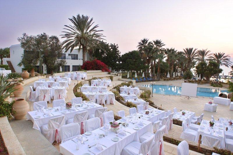 azia-resort-spa-cypr-cypr-zachodni-paphos-ogrod.jpg