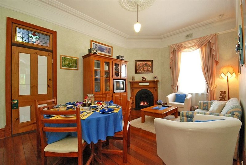 above-bored-bed-and-breakfast-australia-australia-zachodnia-lobby.jpg