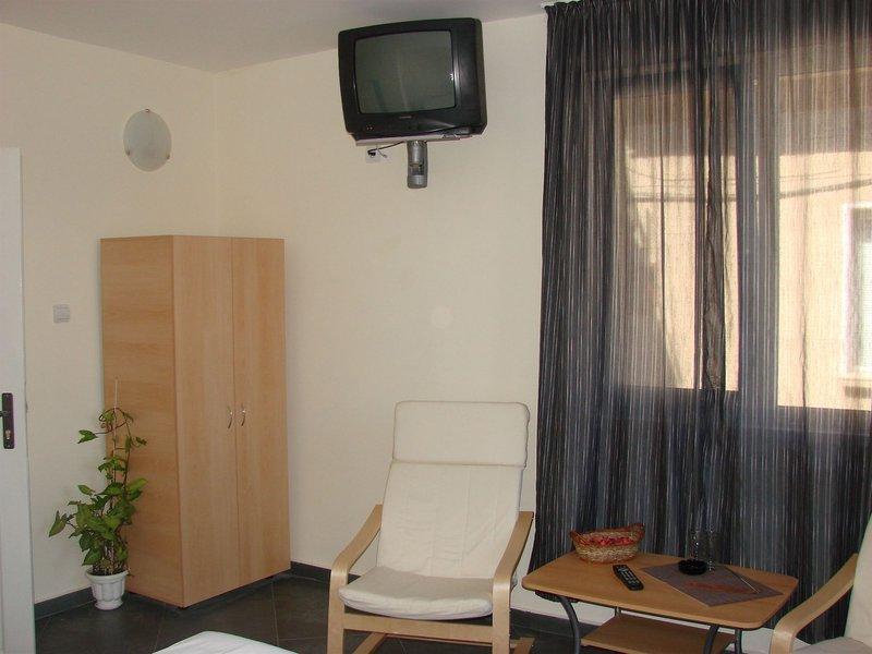 avel-guest-house-bulgaria-basen.jpg