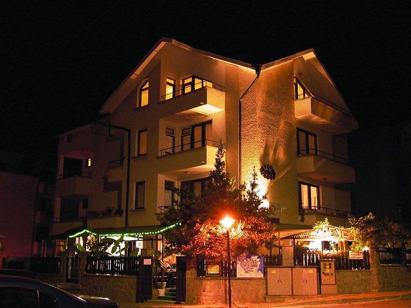 family-hotel-sans-souci-bulgaria-sloneczny-brzeg-burgas-plaza.jpg