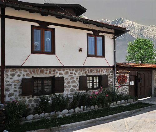 old-house-1980-bulgaria-bulgaria-srodkowa-widok-z-pokoju.jpg