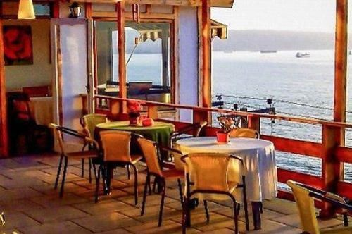 posada-bellamare-chile-lobby.jpg
