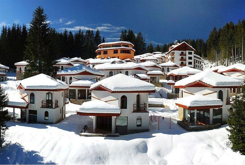 chalets-at-pamporovo-village-bulgaria-zlote-piaski-warna-tschepelare-widok-z-pokoju.jpg