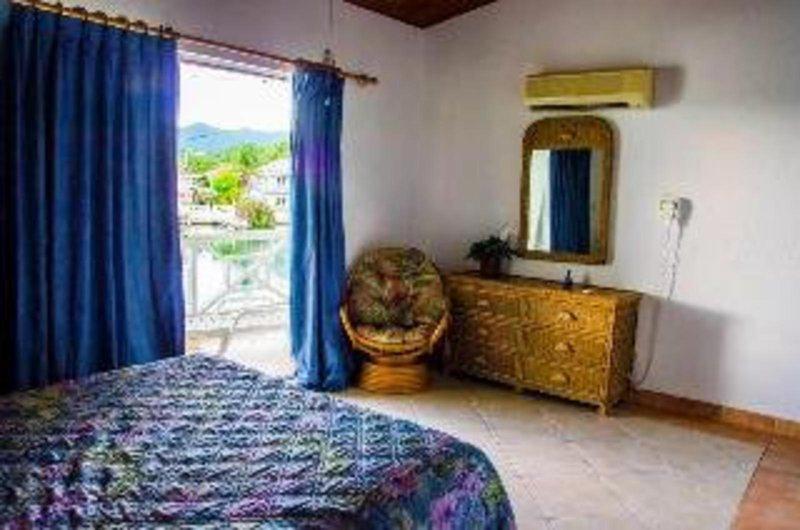 hbk-villas-antigua-i-barbuda-bufet.jpg