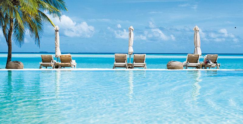 gili-lankanfushi-malediwy-atol-nord-male-nord-male-atoll-basen-ogrod.jpg