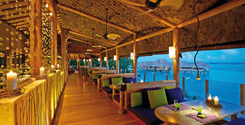 gili-lankanfushi-malediwy-atol-nord-male-nord-male-atoll-plaza-bar.jpg