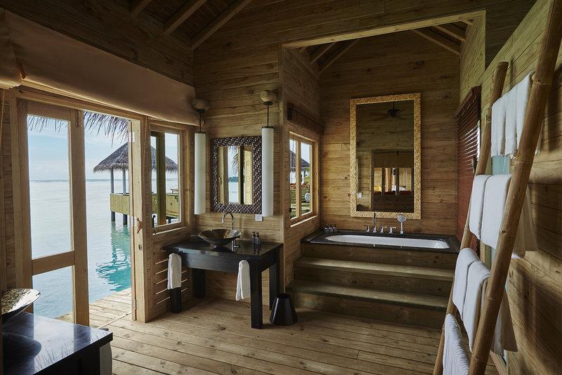 soneva-gili-malediwy-atol-nord-male-nord-male-atoll-basen-bar.jpg