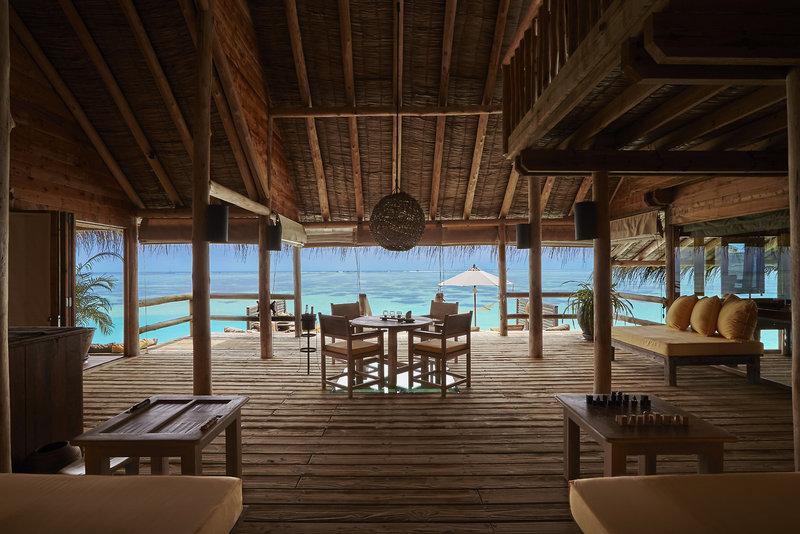 soneva-gili-malediwy-atol-nord-male-ogrod-bar.jpg