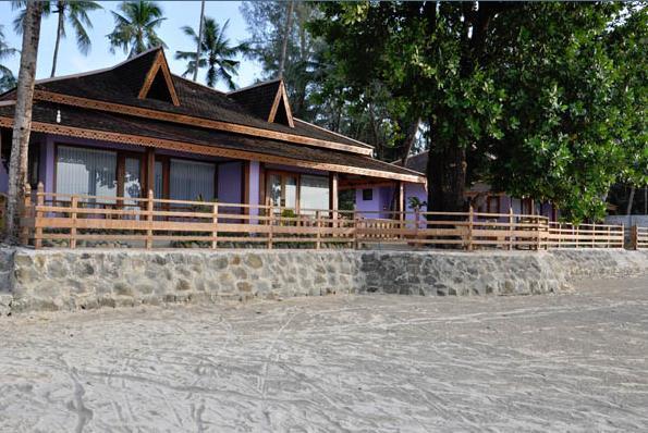 crescent-cove-resort-myanmar-myanmar-ngapali-beach-basen.jpg