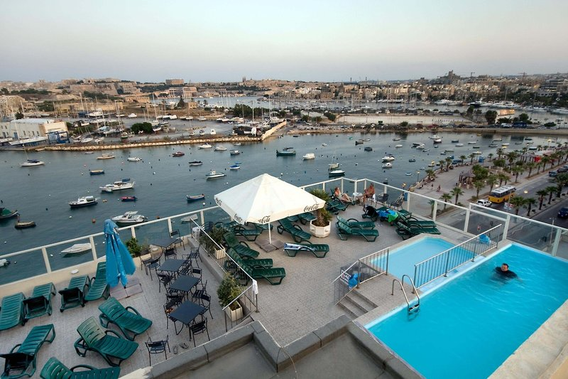 bay-view-appartements-malta-malta-sliema-pokoj.jpg