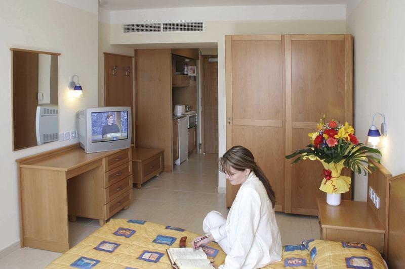 bayview-apartments-malta-malta-pokoj.jpg