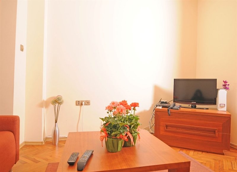 butterfly-apartment-bulgaria-basen.jpg