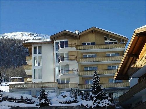 all-in-hotel-saas-fee-szwajcaria-valais-alpy-saas-fee-budynki.jpg